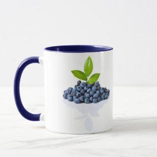 Blaubeeren mit grünem Blätter Tasse