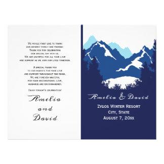 Blaue Berge und conifes gefaltetes wedding Flyer