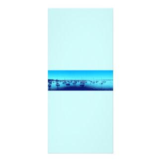 Blaue Boote auf blauer Bucht Werbekarte