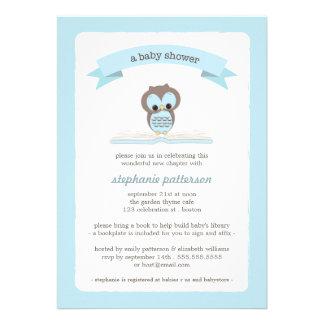Blaue Eule holen eine Buch-Babyparty-Einladung