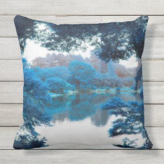 Blaue Farbe bewirkte coole, einzigartige Natur, Kissen