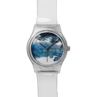 Blaue Farbe bewirkte coole, einzigartige Natur, Uhr