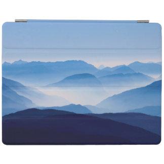 Blaue Gebirgsnachdenkliche entspannende iPad Hülle