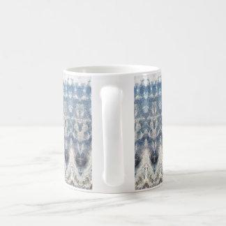 Blaue gemusterte Tasse