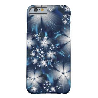 Blaue Handyhülle mit weißen Blüten Barely There iPhone 6 Hülle