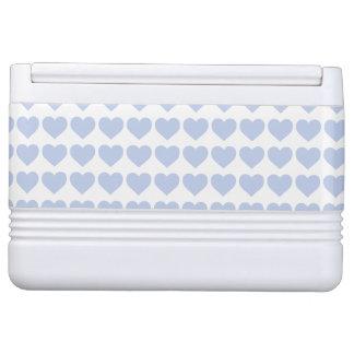 Blaue Herzen Alices in einem englischen Igloo Kühlbox