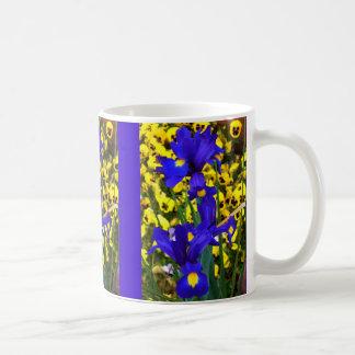 Blaue Iris im Stiefmütterchen Kaffeetasse