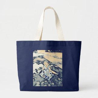 Blaue junge Tasche mit Blumen
