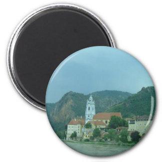 Blaue Kirche in Dürnstein Runder Magnet 5,7 Cm
