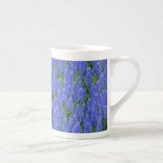 Blaue Muscari-Blumen Porzellantasse