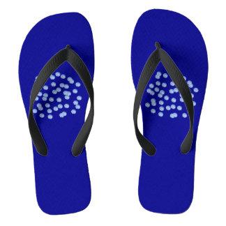 Blaue Polka-Punkt-erwachsene breite Bügel drehen Flip Flops