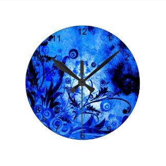 Blaue Strudel-Blumen Runde Wanduhr