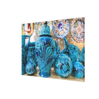 Blaue Tonwaren am Markt Leinwanddruck