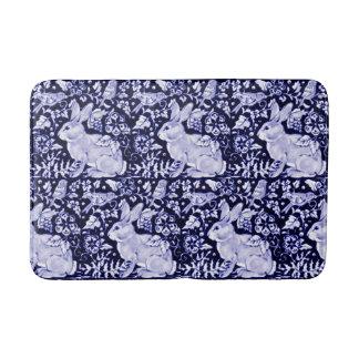 Blaue und weiße Kaninchen-Vogel-Bad-Matte Dedham Badematte