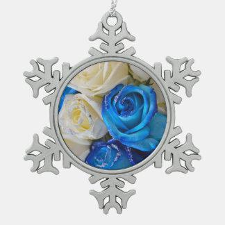 Blaue und weiße Rosen Schneeflocken Zinn-Ornament