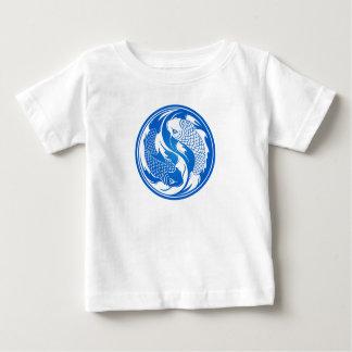 Blaue und weiße Yin Yang Koi Fische Baby T-shirt