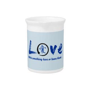 Blauer enso Zenkreis, japanisches Symbol für Liebe Getränke Pitcher