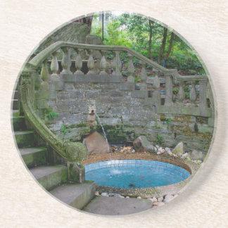 Blauer Garten-Brunnen Sandstein Untersetzer