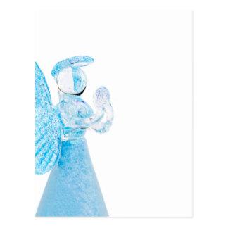 Blauer Glasengel, der auf weißem Hintergrund betet Postkarten