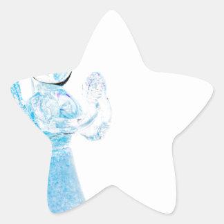 Blauer Glasengel, der auf weißem Hintergrund betet Stern Aufkleber