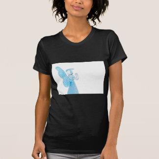 Blauer Glasengel, der auf weißem Hintergrund betet T-Shirt