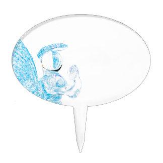 Blauer Glasengel, der auf weißem Hintergrund betet Torten Aufsatz