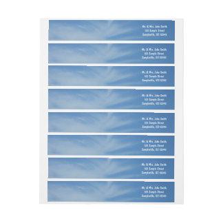 Blauer Himmel mit Weiß bewölkt abstraktes