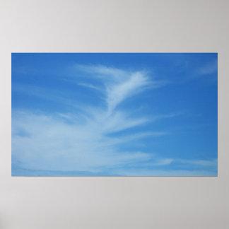 Blauer Himmel mit Weiß bewölkt abstraktes Poster
