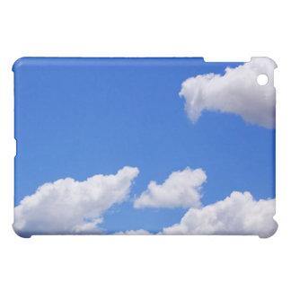 Blauer Himmel mit Wolken für Hintergrund iPad Mini Hülle