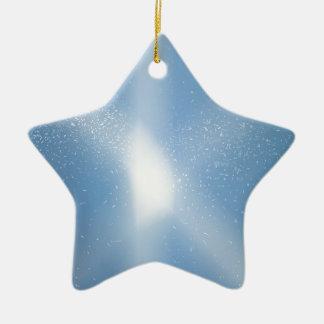 Blauer Himmel-Schnee-Hintergrund Keramik Ornament