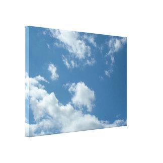 blauer Himmel und weiße Wolken Leinwanddruck