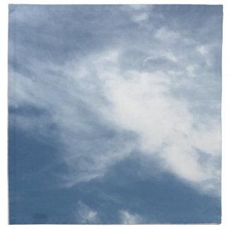 Blauer Himmel und weiße Wolken Stoffserviette