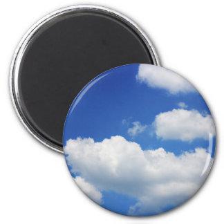 Blauer Himmel und Wolken Runder Magnet 5,7 Cm