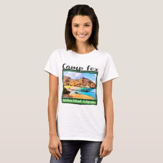 Blauer Himmel-weiße Wolken LagerFox im grünen Feld T-Shirt