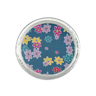 Blauer Hintergrund mit buntem Blumen-Muster Foto Ring