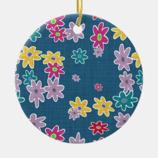 Blauer Hintergrund mit buntem Blumen-Muster Keramik Ornament