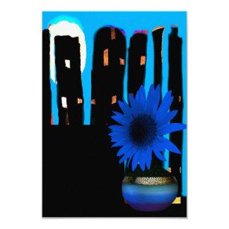 Blauer nächtlicher Himmel begleitet mit blauem Karte