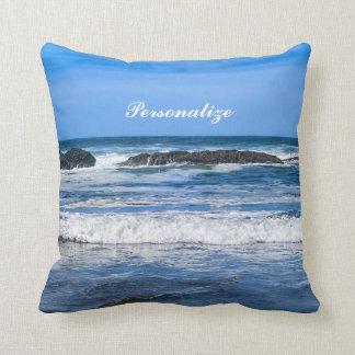 Blauer Pazifischer Ozean mit Namen Kissen