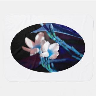 blauer Pfirsich der Leu-Blume colorized Kinderwagendecke