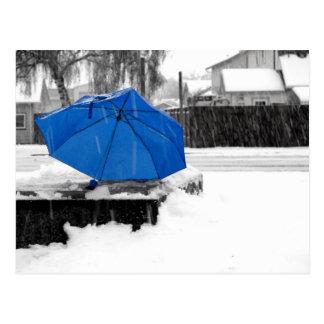 Blauer Regenschirm Postkarte