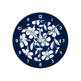 Blauer u. weißer Hibiskus Runde Wanduhr
