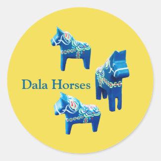 Blauer und gelber Dala Pferdeaufkleber Runder Aufkleber