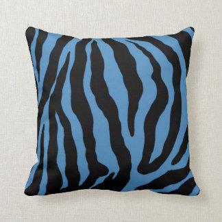 Blauer und schwarzer Zebra-Druck-gestreiftes Kissen