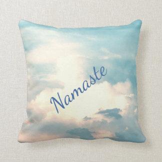 Blauer/weißer geistiger Namaste Entwurf Kissen
