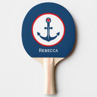 Blauer weißer und roter nautischanker mit rotem tischtennis schläger