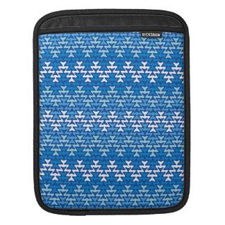 Blauer Zickzack iPad Sleeve