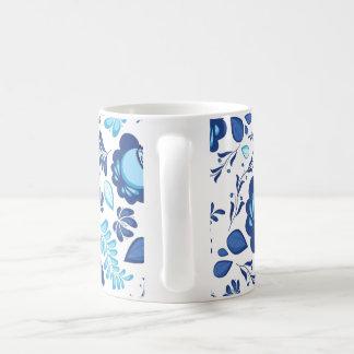 Blaues Blumenmuster auf weißem Hintergrund Kaffeetasse