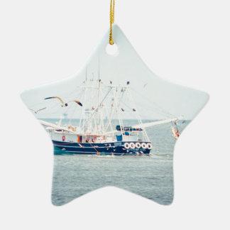 Blaues Garnele-Boot auf dem Ozean Keramik Stern-Ornament