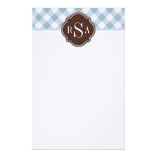 Blaues Gingham-Muster dreifaches Monogramm-Browns Briefpapier