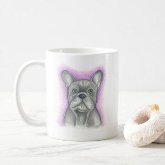 Blaues Grau französische Bulldogge mit der lila Kaffeetasse